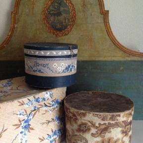 French hatbox in blue