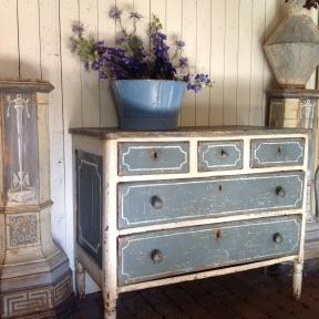 Beautiful Swedish chest of drawers