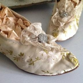 Embroidered silk Bridal Shoes